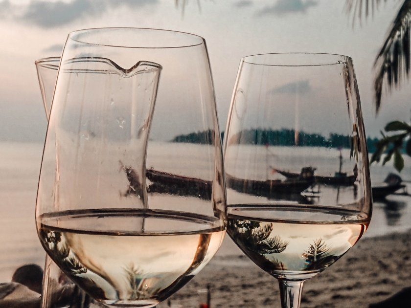 koh-phangan-thailand-vegan-travel-romanzo-tropicale-italian-restaurant-wine-sunset